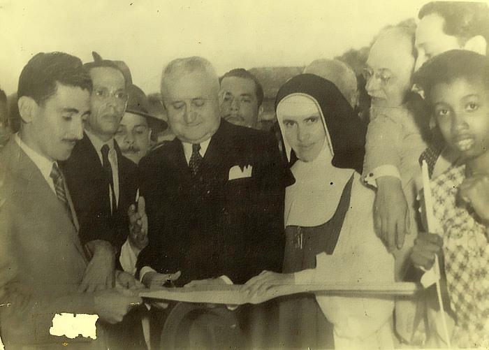 Presidente-Dutra-Foto-10-Irmã-Dulce-e-o-presidente-na-inauguração-do-COB-nos-anos-50